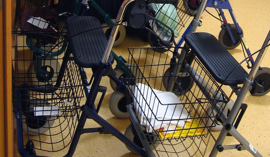 Will man auch im Alter noch beweglich sein empfiehlt es sich einen Rollator für drinnen zu kaufen
